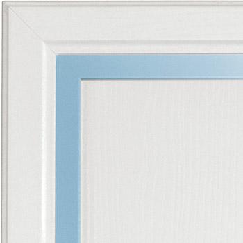 Bianco frassino e profilo azzurro